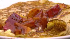 Pandekager med kanelstegte æbler og fuldfed creme fraiche