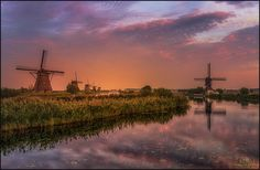 Eruption - Sometimes cloud formations can be overwhelming. This visit at Kinderdijk (Holland) I experienced this fantastic cloud formation during golden hour. It almost looked like a vulcanic eruption...well ok .....a very, very small one :)