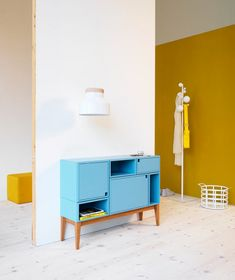 10 Ideas To Combine Natural Wood With Solid Colors In Furniture And Interior Design | Shelterness