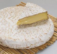 Brie de Meaux AOC and Brie de Melun AOC Presented today by ACS CCP® Marcella Wright: In when I sat for the ACS CCP Exam® there was a question that related to today's Cheese of the Day d… Fromage Cheese, Queso Cheese, Cheese Toast, Wine Cheese, Brie, Epoisses, French Cheese, Kinds Of Cheese, Artisan Cheese