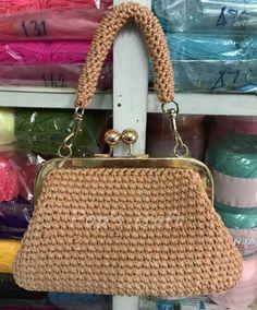 crochet bag Crochet Shell Stitch, Craft Shop, Purses And Bags, Monogram, Michael Kors, Knitting, Pattern, Crafts, Shopping
