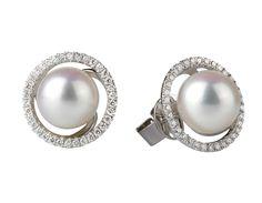 4194fbbf40fa Aretes en oro blanco de 18 kilates con perlas cultivadas y diamantes  incoloros 18K white gold earrings with cultivated pearls and diamonds.  JQuirós