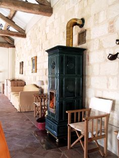 Stufe a legna - stufe artistiche di ceramica La Castellamonte - stoves, wood burning stoves - estufas de leña, estufas de fundición.