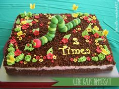 Kleine Raupe Nimmersatt Do you also find the caterpillar Nimmersatt as sweet as me? Caterpillar Cake, Hungry Caterpillar Party, Big Cakes, Food Cakes, Chenille Affamée, Fancy Cupcakes, Food Humor, Love Cake, Cakes And More