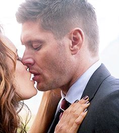 [GIF] Dean Winchester and Amara's kiss .... 11x09 - I knew this was going to happen... I was surprised it didn't occur in the first episode :P