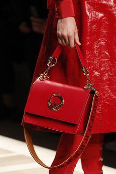Fendi Fall 2017 Ready-to-Wear Collection Photos - Vogue Purses And Handbags, Leather Handbags, Handbag Accessories, Fashion Accessories, Bags 2017, Classic Handbags, Fendi Bags, Branded Bags, New Bag