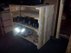 8 DIY Pallet Projects with Instructions - Pallet Shoe Rack
