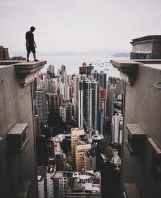 «maybe Jump? Back in Hong Kong at the end of last year. Parkour, Urban Photography, Street Photography, Modern Assassin, Foto Instagram, Art Reference Poses, Stunts, Great Photos, Martial