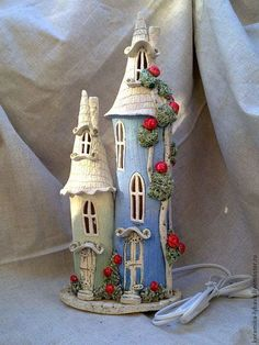 Fairy House Lamp from Plastic Clay Fairy House, Fairy Garden Houses, Bottle Art, Bottle Crafts, Pottery Houses, Ceramic Houses, Slab Pottery, Diy And Crafts, Arts And Crafts