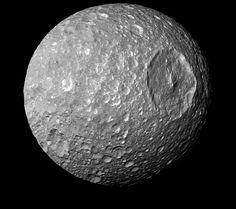 Una luna de Saturno podría tener un mar subterráneo
