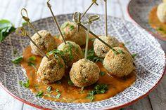 Qooking.ch   Boulettes croustillantes de lentilles Falafel, Ethnic Recipes, Food, Drizzle Cake, Dumplings, Lentils, Mint, Cooker Recipes, Falafels