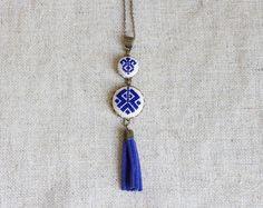 Kreuzstich ethnischen Halskette-dunkelblau von Skrynka auf DaWanda.com