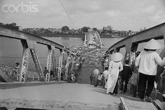 https://flic.kr/p/6EXQLc | U1586508 | 22 Mar 1968, Hue, South Vietnam --- Bridging a River.  Hue, South Vietnam:  When the Communists retreated across the Perfume River during the recent battle for Hue, they blew up the bridge as they went.  Once the city calmed down after the Allies regained control, a set of temporary bridges on pontoons was built across the downed middle section of the span.  Here, Vietnamese start their trip from the old section of Hue to the new by walking down the…