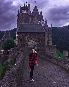 Castles are my new playground...    @canadasworld  @living_europe  @germanytourism  @burg_eltz  @canadiancreatives @southfrontenactravel @m.p.c_ @castles_oftheworld  #Germany #germanysnexttopmodel2017 #germanysnextdogmodel #germanytraveller #castle #germanyhighway #canada#germanylondon #montreal #travelblogger#photography #burgeltz #germanyloveswassup  #germanyphotographer #europe  #germanynt  #germanyadventures  #germanytravel #GermanyBusiness  #germanystreet #germanysheperd #germanyww2
