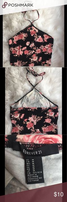 Beautiful floral print crop top 🌸 This crop top has a gorgeous print. It was only worn once. Please note the self tanner marks on the interior of the top (as shown above) this does not show when the top is being worn. 🌸 Forever 21 Tops Crop Tops