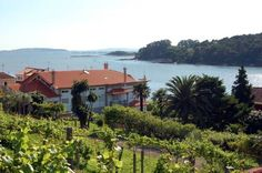 Casaldomar Vilagarcia de Arousa Offering a seasonal outdoor pool and terrace, Casaldomar is situated in Vilagarcia de Arousa in the Galicia Region.  Every room includes a flat-screen TV. Some units feature a seating area for your convenience.