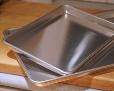 The Professional Half Sheet Pan with Cross Wire Cooling Rack used by Ina Garten regularly is great for baking, roasting, and cooking. Half Sheet Pan, Cooling Racks, Pan Sizes, Nesting Bowls, Kitchen Essentials, Roasted Vegetables, Napkins Set, Cooking Tips, Kitchens