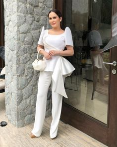Celebrity Outfit 76 Inspirational sona 2018 top 10 Best Dressed Celebrities Politician's Modern Filipiniana Gown, Filipiniana Wedding, Barong Tagalog For Women, Beautiful Dresses, Nice Dresses, Filipino Fashion, White Fashion, Asian Fashion, Celebrity Outfits
