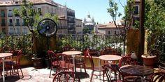 El Viajero. Plaza de la Cebada (La Latina).  Bar con tres pisos y terraza para tapear y tomarte un trago.