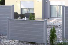 own to build a small garden fence , exterior cheap fence panels seller Small Garden Fence, Backyard Fences, Fence Design, Garden Design, House Design, Diy Garden Projects, Diy Garden Decor, Cheap Fence Panels, Bamboo Trellis