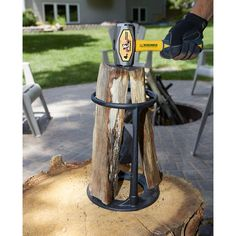 Create your firewood with this firewood kindling splitter. Splitting a firewood never been so much easier before some one got idea to build this tool. It built with tough cast iron, split the wood once struck on the wedge. Landscaping Las Vegas, Landscaping Around House, Landscaping Near Me, Wood Fired Oven, Wood Fired Pizza, Manual Log Splitter, Kindling Splitter, Chainsaw Repair, Solar Panels For Home