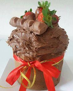 chocotone-de-sorvete-chocotone-recheado-com-sorvete-de-chocolate-trufado-e-nutella-finalizado-com-morangos-e-kinder-bueno Chocolates, Nutella, Cupcakes, Sweet Pie, Some Recipe, Chocolate Lovers, Food Art, Tart, Recipies