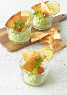 Totopo es el nombre original que se le da en México a los clásicos triángulos de maiz que nosotros conocemos como Nachos y comercial...