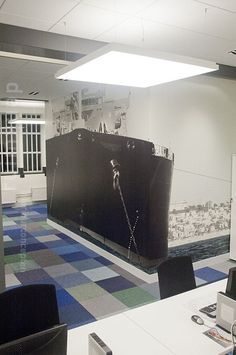 Detail photo wallpaper oil tanker in office. Design: Denk Ruim Over Interieur
