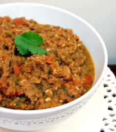 Zaalouk - Morrocan Eggplant & Tomato Dip - I found the eggplant a little hard to manage bc I'd never used it before. I used canned tomatoes and one can per of eggplant was perfect. Overall delicious and would make again! Also skipped the fresh Vegetarian Recipes, Cooking Recipes, Healthy Recipes, Vegetarian Italian, Healthy Food, Eggplant Dip Recipes, Eggplant Caviar, Tomato Salsa Recipe, Tomato Sauce