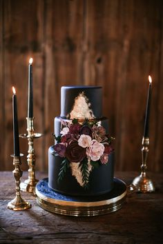 Sure, a black cake can be dark, but the spirit of it can be relaxed and even a little bohemian. This Cakes by Gina stunner, which was designed with help from Thistle Wynd Productions, was just that. The matte black fondant got a bit of shimmer thanks to gold foil above and below the pink and burgundy sugar flowers.