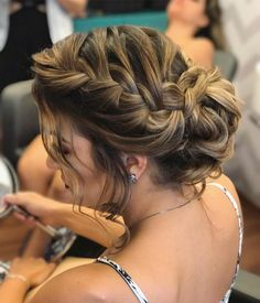 Coque com trança: 65 variações deste penteado charmoso e como fazer Party Hairstyles, Braided Hairstyles, Wedding Hairstyles, Wedding Hair And Makeup, Hair Makeup, Long Hair Cuts, How To Make Hair, Bridesmaid Hair, Hair Dos
