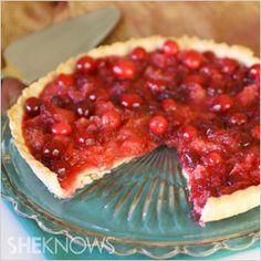 The best Christmas desserts: Crimson cranberry orange tart #recipes  - foodiedelicious.com