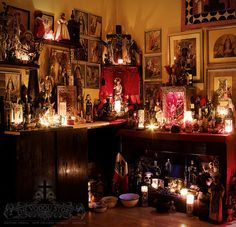 Voodoo altar, very traditional! Notice the mixing of religious traditions. Voodoo Hoodoo, Voodoo Priestess, Religion, Home Altar, Religious Art, Black Magic, Wiccan, Pagan Witchcraft, Occult