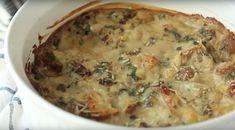 Deze boerenkool-champignonovenschotel is heel makkelijk om te maken! Een heerlijke ovenschotel is nooit mis, zeker niet wanneer-ie ook nog eens makkelijk te maken is. Heb jij het tijdens de feestdagen ook zo druk en moet je tussendoor ook nog eens een maaltijd op tafel toveren? Ga dan voor deze boe