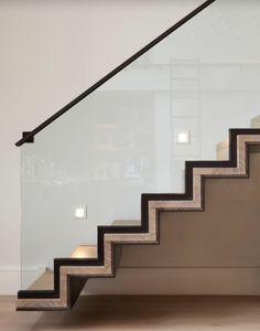 schwebende Treppenstufen Holz schwarzer Stahl Glasgeländer #modern #stairs