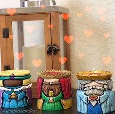 La imagen puede contener: interior Carved Candles, Diy Candles, Xmas Wishes, Ganesha, Wood Carving, Nativity, Hand Carved, Christmas Tree, Christmas Vases