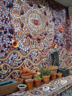 Mosaik basteln - Stein-Mosaik im Garten Tinker mosaic - stone mosaic in the garden Stone Mosaic, Mosaic Glass, Stained Glass, Glass Art, Fused Glass, Mosaic Crafts, Mosaic Projects, Mosaic Wall, Mosaic Tiles