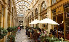 Galerie Vivienne. Aquí encontrarás La Marelle, una tienda minúscula pero con una inmejorable selección de ropa de diseñadores de 2ª mano. 6, rue Vivienne, al lado de Palais Royal.