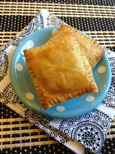 Gourmet by Kat: Pate chaud (Vietnamese puff pastry pie) Pate Recipes, Puff Pastry Recipes, Snack Recipes, Cooking Recipes, Snacks, Vietnamese Cuisine, Vietnamese Recipes, Asian Recipes, Empanadas Recipe
