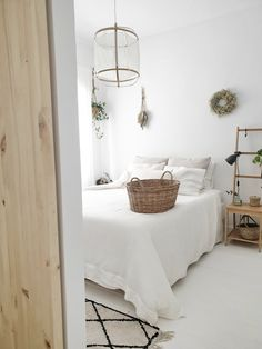 A RENOVATED WHITE NORDIC STYLE COTTAGE / La casa de campo de estilo Nórdico reformada de @annie_gg67 Design Scandinavian, Nordic Bedroom, Nordic Style, New Room, Cottage Style, Home Goods, Bedroom Decor, Interior Design, Ideas Decoración