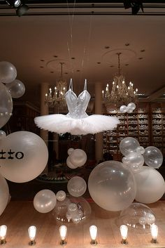 Vitrine Repetto - septembre 2009 by JournalDesVitrines.com, via Flickr