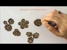 embellishment 5 : learn quick and easy gulf roses and leaf Khafif Mehndi Design, Floral Henna Designs, Full Hand Mehndi Designs, Henna Art Designs, Mehndi Designs For Beginners, Modern Mehndi Designs, Wedding Mehndi Designs, Mehndi Designs For Fingers, Beautiful Mehndi Design