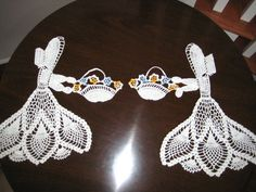 2 Vintage Sun Bonnet or Crinolin Ladies, w/Flower Baskets Hand Crocheted Doilies . Found these finished doilies on eBay for $16.00. I would really like to have the pattern.