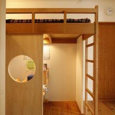 S邸・のぼり棒付きの楽しいロフトベッド!の部屋 横並びのロフトベッド(それぞれの空間から隣を見る)