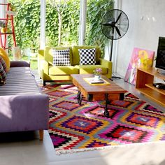 Warna colorful diaplikasikan pada bahan-bahan fabric dan karpet. Untuk ruang receptionist atau ruang hair / manicure pedicure