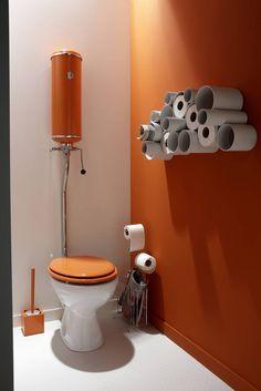 Des rangements pratiques et pas chers grâce à ses tuyaux en PVC. http://www.m-habitat.fr/installations-sanitaires/toilettes/comment-amenager-des-toilettes-quelques-idees-deco-695_A
