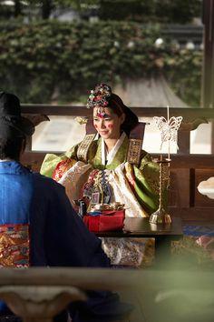 Gorgeous Hanbok! Korean Traditional wedding dress!