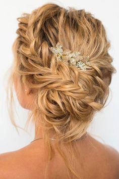 Crown braided updo hairstyle #weddinghairstyle #hairstyle #braidedupdo #braids #updohairtyle