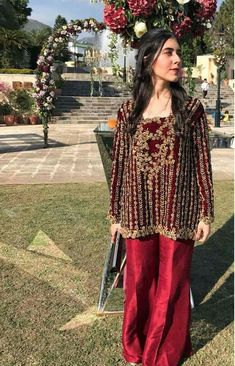 Love the richness of the velvet. Outfit, nothing to write home about Desi Wedding Dresses, Pakistani Formal Dresses, Pakistani Wedding Outfits, Pakistani Dress Design, Party Wear Dresses, Indian Outfits, Pakistani Couture, Nikkah Dress, Shadi Dresses