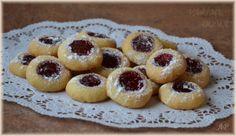 Křehké bleskové koláčky Baking Recipes, Cake Recipes, Dessert Recipes, Czech Recipes, Doughnut, Cheesecake, Deserts, Food And Drink, Cupcakes